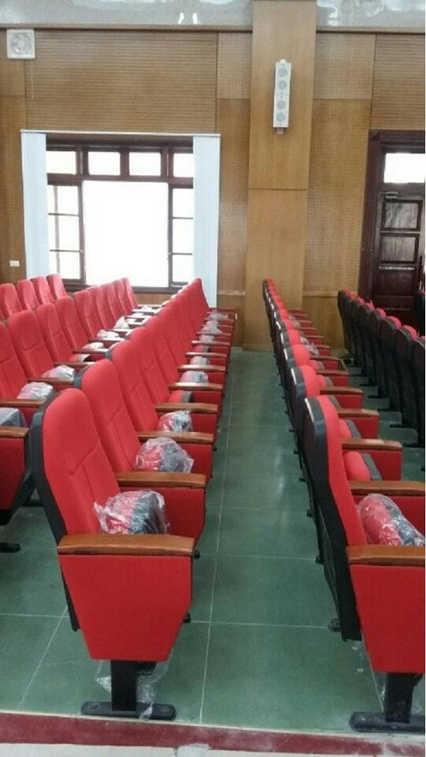 Hội trường Z131 – Bộ Quốc Phòng có hệ thống ốp tường sang trọng, lịch sự