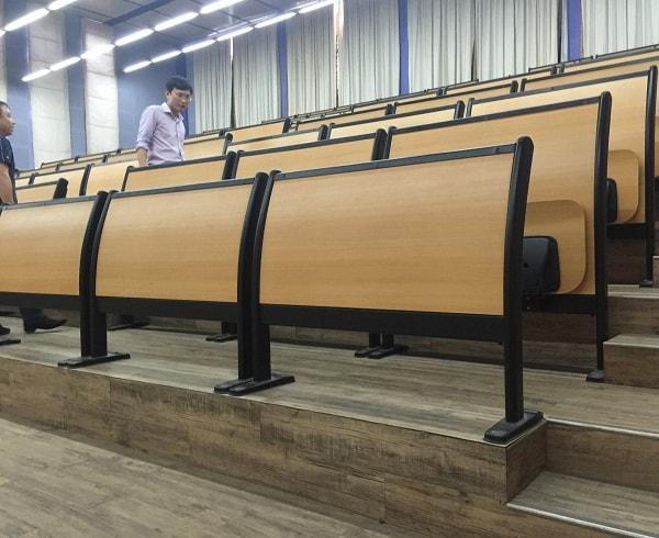 Ghế được lắp trong hội trường đại học Thăng Long là dòng ghế cao cấp, phù hợp với không gian học tập hiện đại