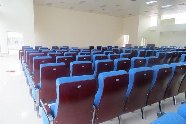 Khung ghế được làm từ nhôm đúc cao cấp nên rất bền và chắc chắn