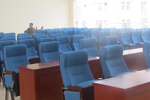 Toàn cảnh ghế hội trường sau khi được lắp đặt