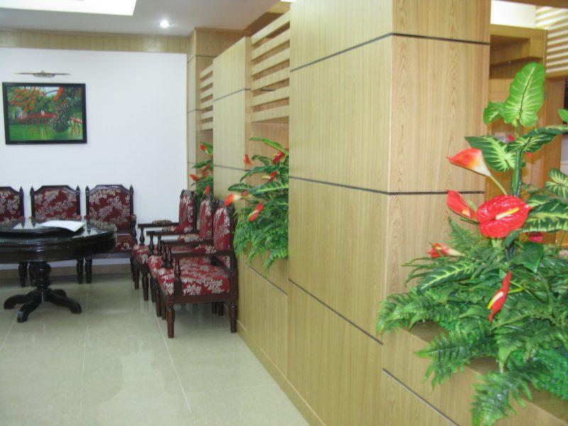 Ghế được sử dụng với bàn ăn làm bằng chất liệu gỗ Veneer