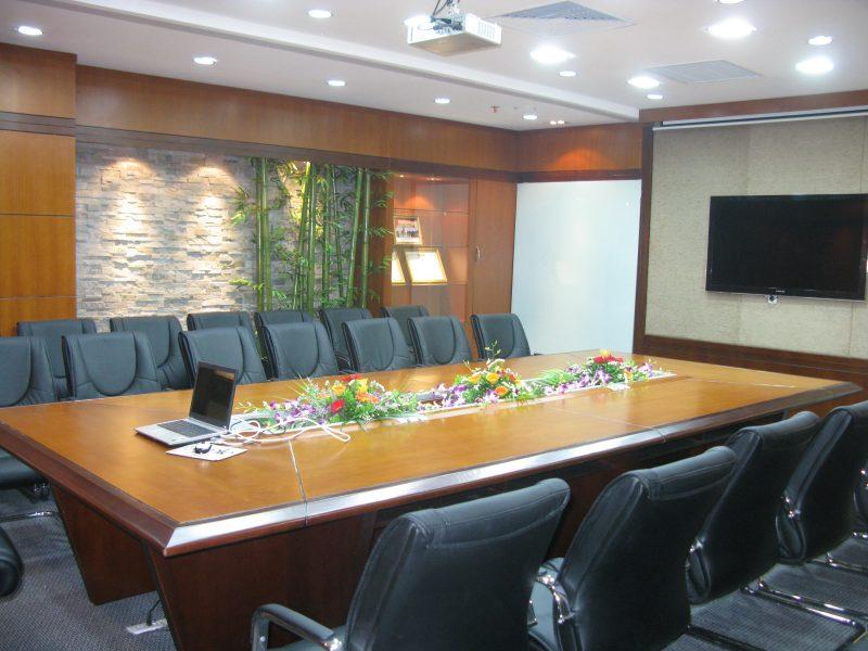 Phòng họp hội đồng trong công ty CEO Phạm Hùng