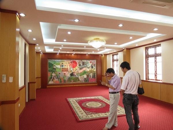 Phòng khánh tiết sử dụng gỗ Veneer là chất liệu chính