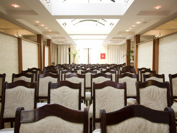 Lựa chọn tông màu xám trong thiết kế nội thất hội trường