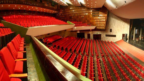 Thiết kế nội thất hội trường với 2 tầng khán phòng