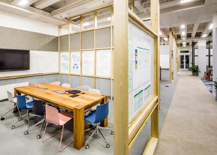 Cần lựa chọn tông màu chủ đạo cho thiết kế nội thất phòng hợp trường học