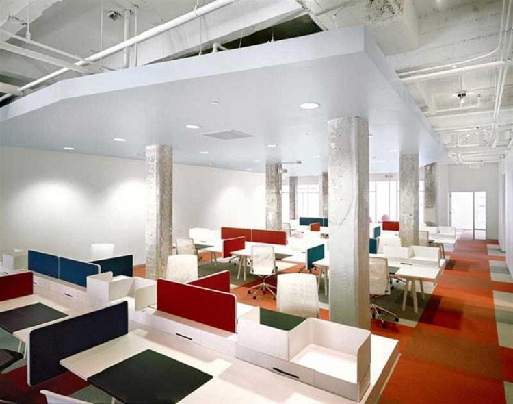 Văn phòng có sự kết hợp hài hòa của ánh sáng và màu sắc