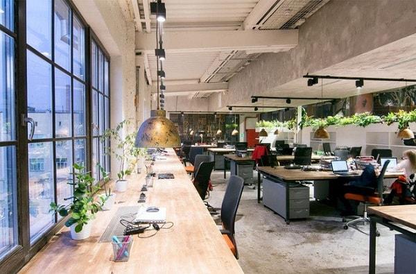 Không gian trong phòng làm việc cần được sắp xếp hợp lý
