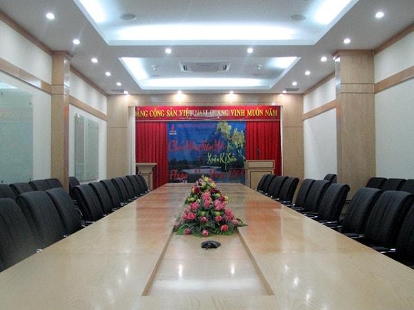 Diện tích phòng họp cần được thiết kế phù hợp với nhu cầu sử dụng