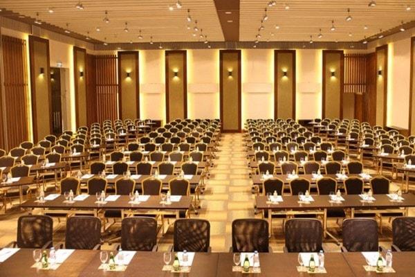 Cách sắp xếp chỗ ngồi trong hội trường cần tuân thủ theo những quy tắc chung đảm bảo tính chất của hội nghị