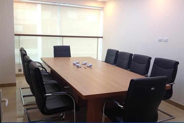 Chọn bàn họp cho 10 người theo kích thước tiêu chuẩn