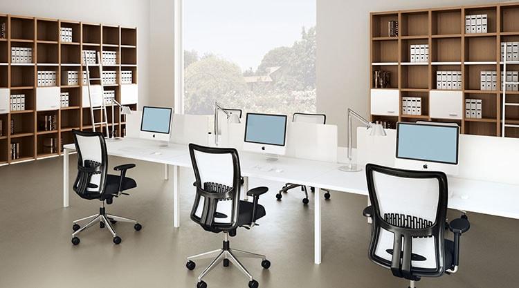Thiết kế nội thất văn phòng thường lưu tâm đến thiết kế và màu sắc của bàn, ghế ngồi làm việc
