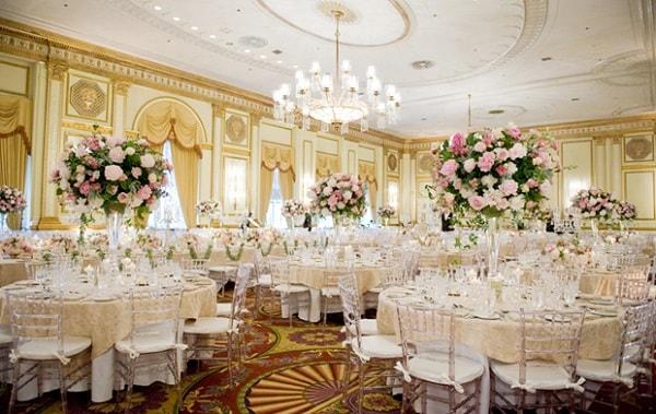 Khung cảnh tiệc cưới ấn tượng