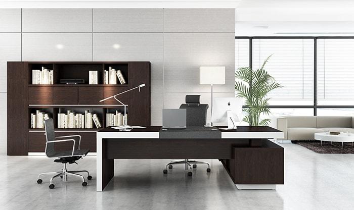 Vị trí đặt bàn làm việc cần phải có chỗ dựa đằng sau, thông thoáng đằng trước