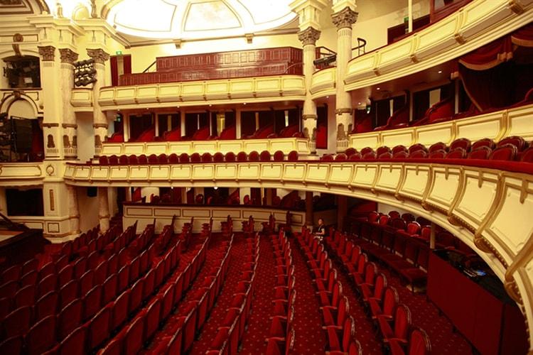 Nội thất hội trường Nhà hát Lớn Hà Nội mang phong cách cổ điển