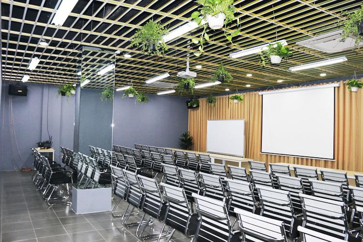Phòng họp đa năng tích hợp nhiều công năng sử dụng khác nhau trong cùng một không gian