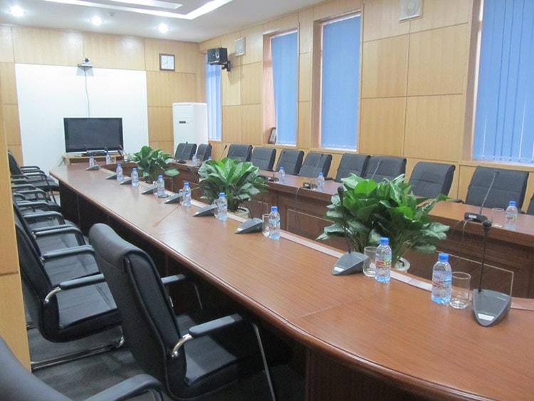 Trang trí phòng họp đẹp bằng cây xanh