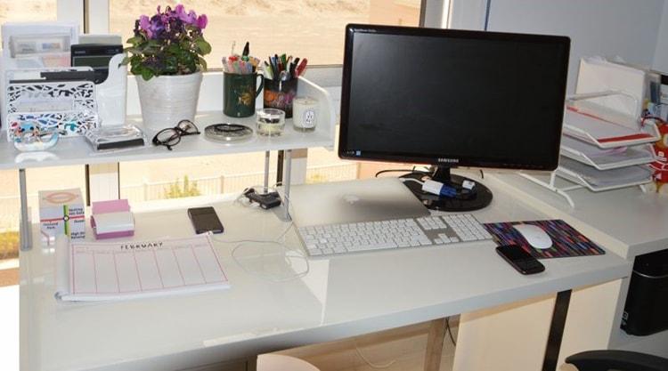 Sắp xếp bàn làm việc khoa học sẽ giúp công việc không bị cản trở