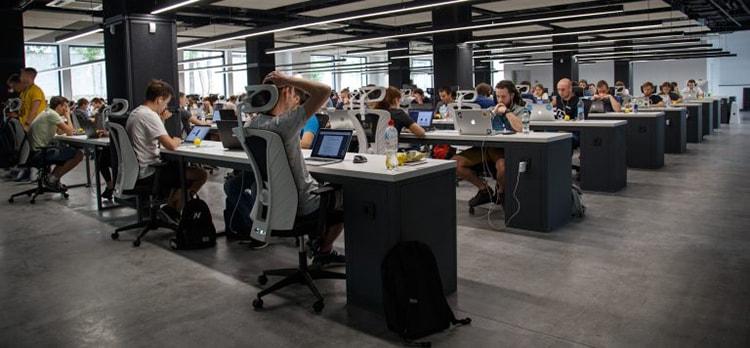 Sắp xếp chỗ ngồi làm việc theo dạng lớp học