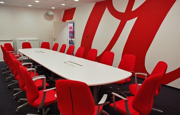 Văn phòng thiết kế màu đỏ