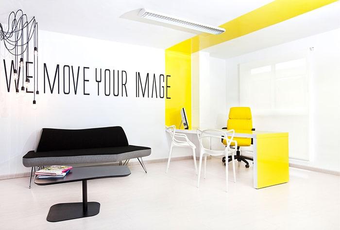 Văn phòng thiết kế màu vàng