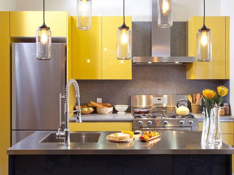 Gian bếp màu vàng trẻ trung