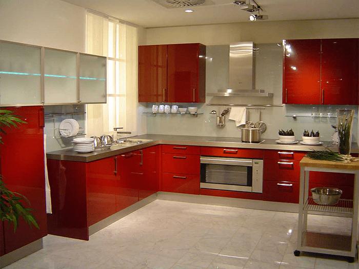 Phòng bếp tông đỏ rất ấm cúng