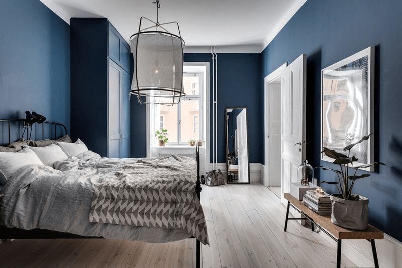 Phòng ngủ có tông xanh, đen phù hợp với gia chủ mệnh Mộc