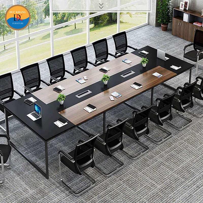 Văn phòng diện tích 30m2 nên chọn bàn họp loại nào?
